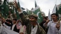 "Supporters of Pakistan""s Islamist party Pasban hold national flags"
