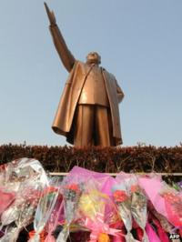 Statue of Kim Il-sung in Pyongyang, seen in 26 February 2008