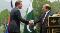 David Cameron and Nawaz Sharif shake hands