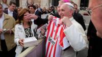 Pope Francis with the Sunderland shirt