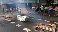 Blockades and fires set by protesters