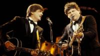 Phil Everly (l) and his brother Don on stage