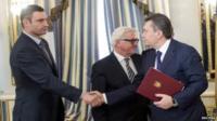 Opposition leader Vitaly Klitschko and President Yanukovych shake hands
