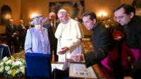 The Queen and Pope Francis exchange gifts