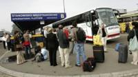 Polish migrant workers leave Poland for the UK in 2006