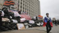 Building under siege in Donetsk