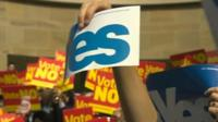 Yes and No campaign placards