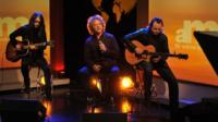 Mick Hucknall singing on the Andrew Marr Show, Sunday 11 December 20011