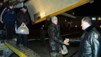 President Poroshenko greets freed Ukrainian troops