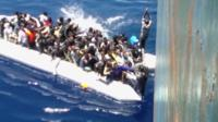 Dingy carrying migrants