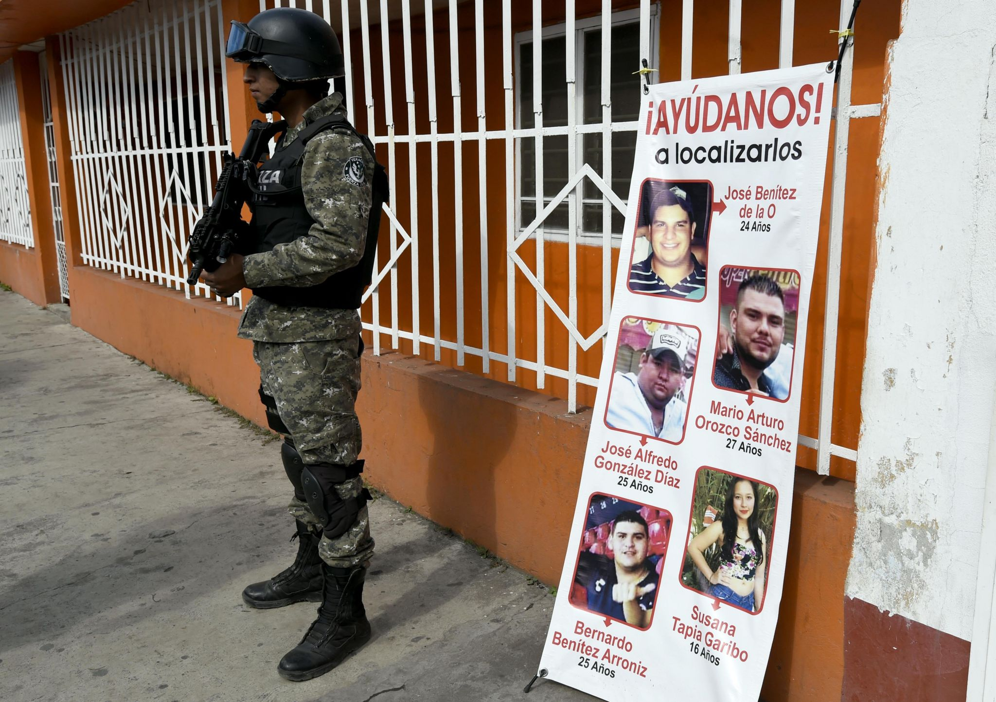A banner showing the five youths who went missing in Tierra Blanca in January 2016