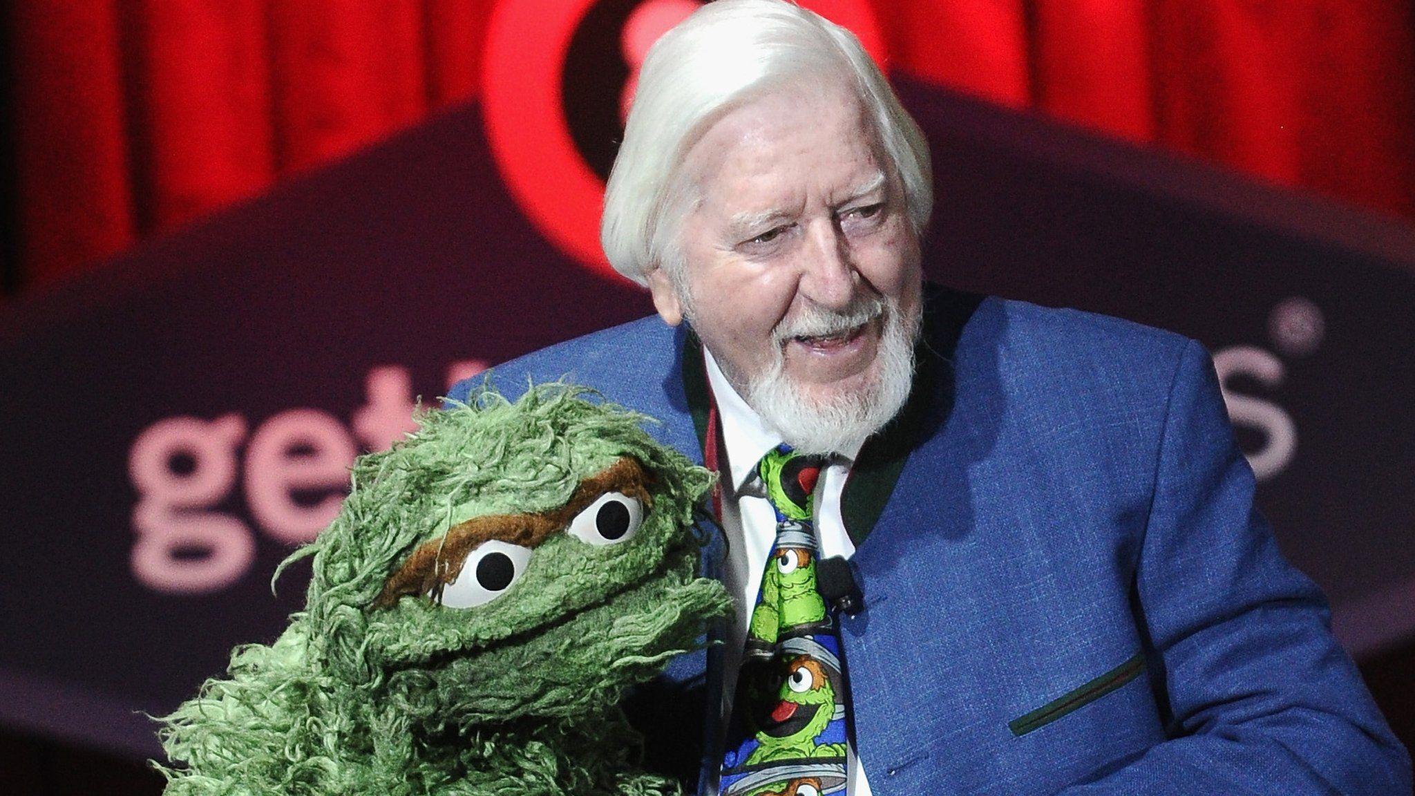 Caroll Spinney Sesame Street S Big Bird Puppeteer Dies