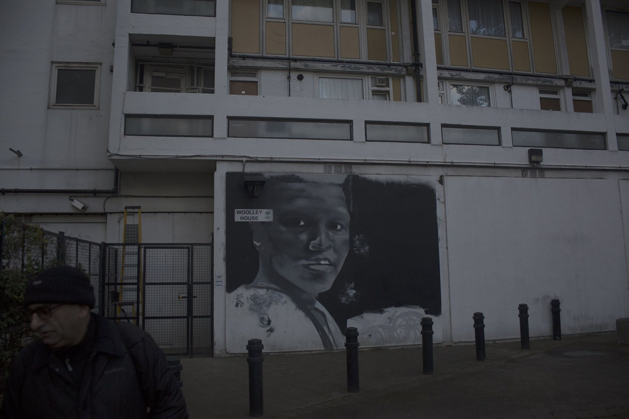 A mural on the wall of a block of flats