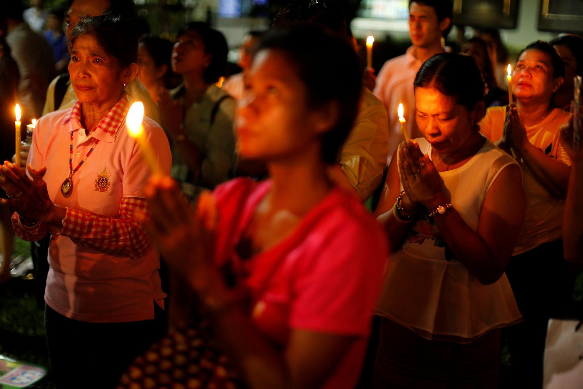 People mourn after an announcement that Thailand's King Bhumibol Adulyadej has died, at the Siriraj hospital in Bangkok, Thailand 13 October 2016.