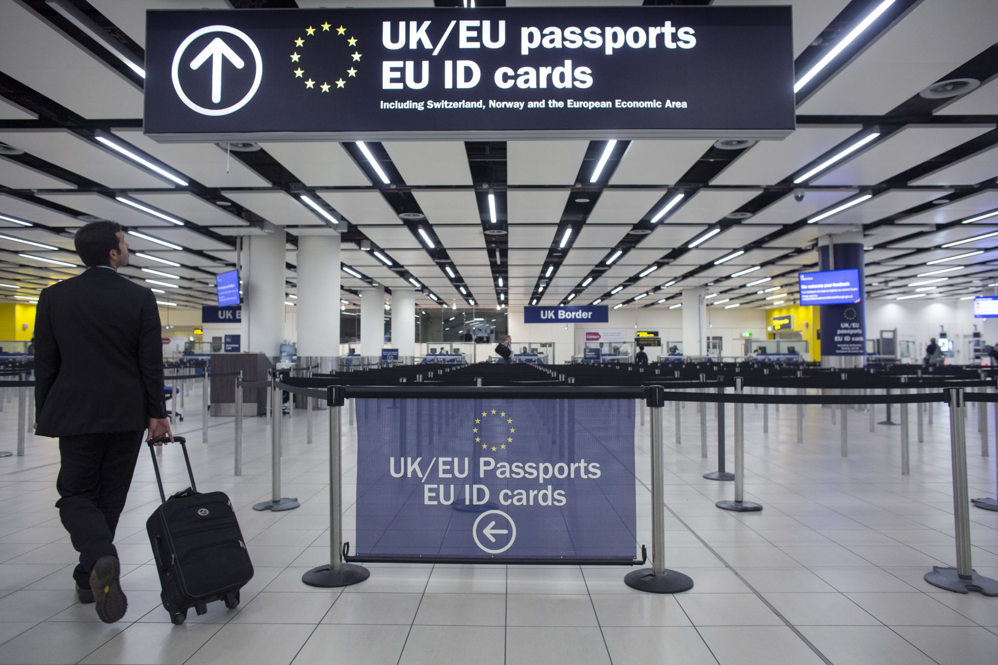 Photo showing EU citizen entering the appropriate airport queue