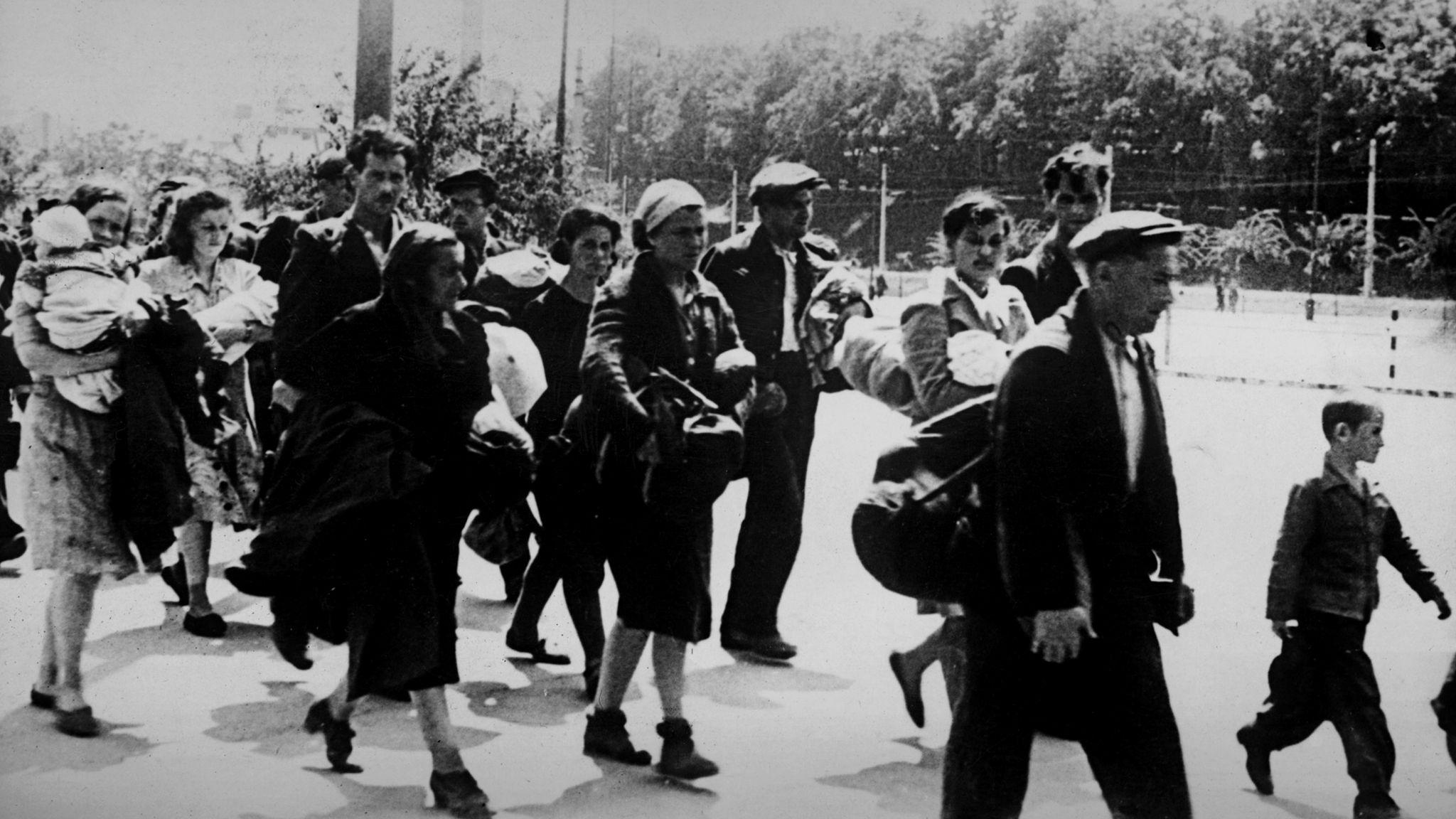 Jewish families head towards US-controlled zones in Austria - near Bratislava, 1946