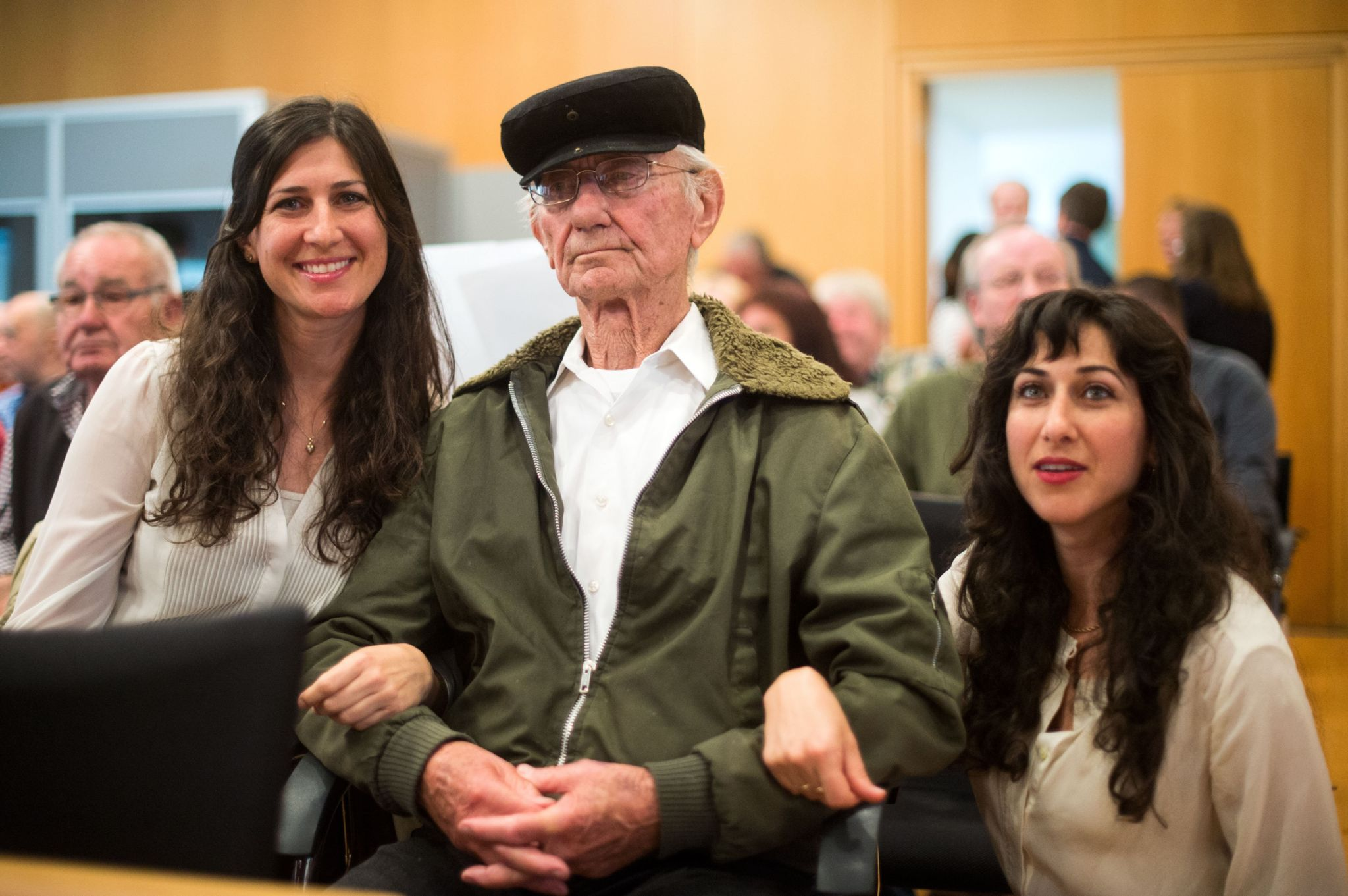 Holocaust survivor Joshua Kaufman (C) is accompanied by his daughters Rachel (L) and Alexandra as he attends a trial against a former Auschwitz guard at the court in Detmold, western Germany, on May 13, 2016.