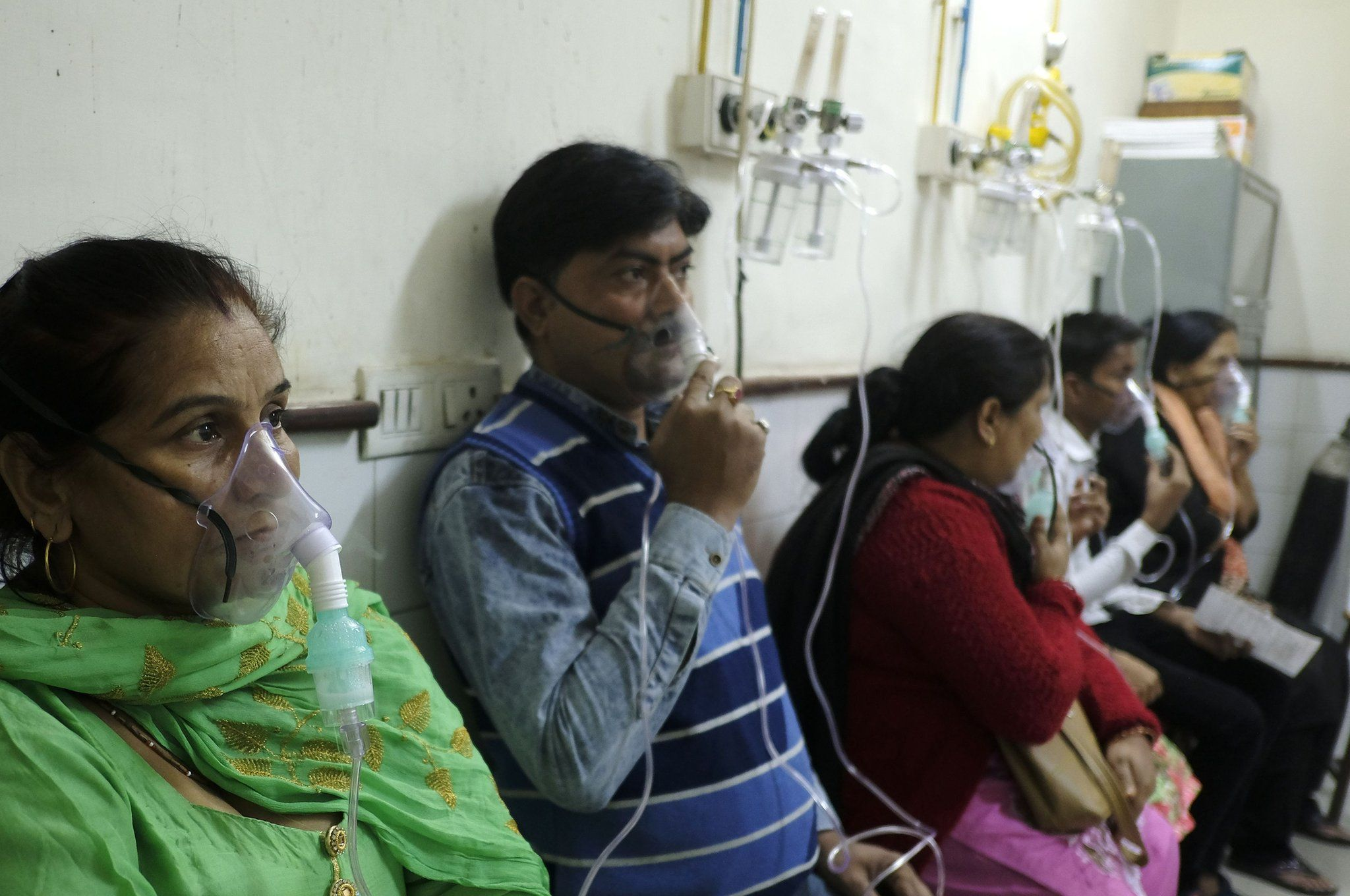 Indians receive treatment for respiratory problems at a hospital in Delhi on November 6, 2018