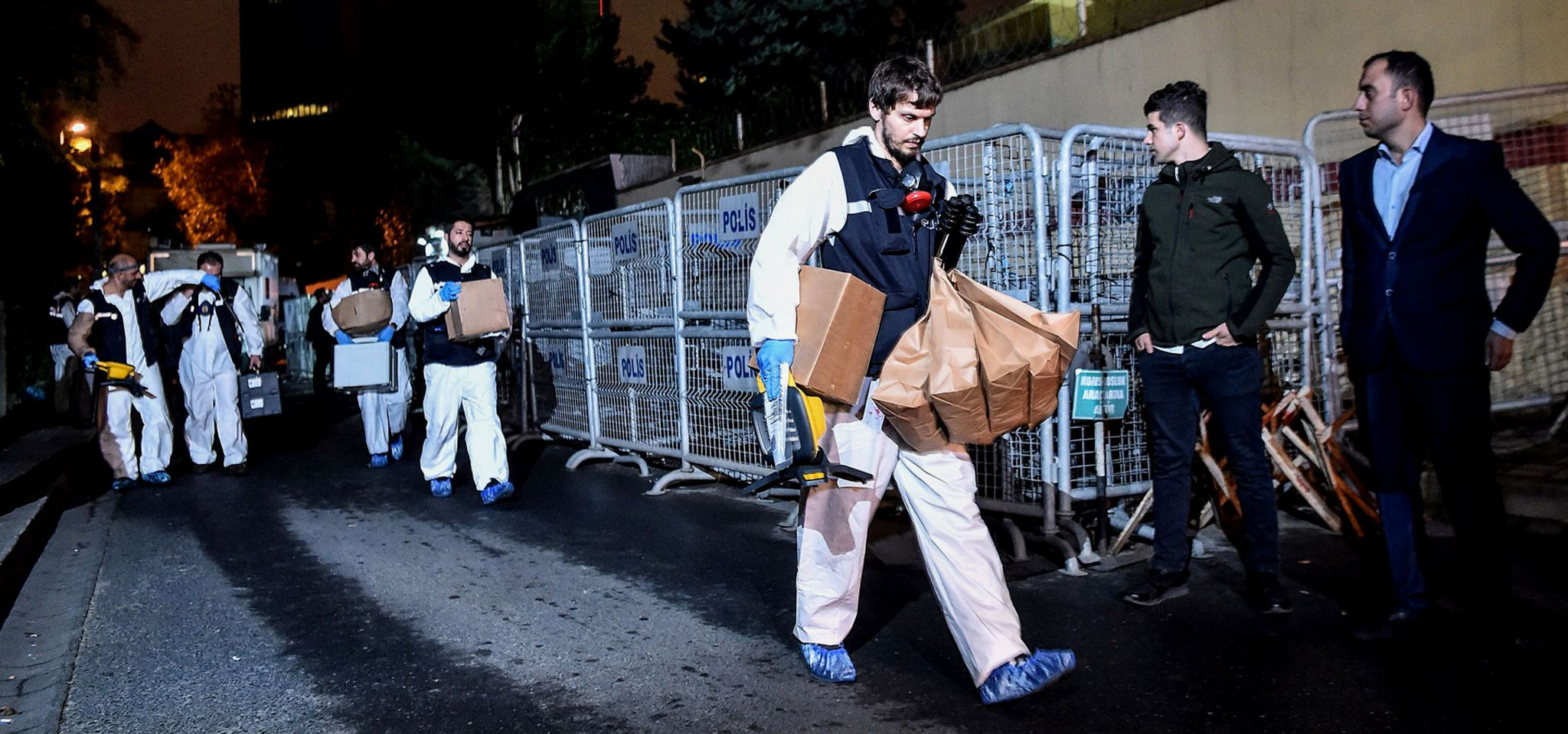 Turkish police forensic teams at the Saudi consulate in Istanbul