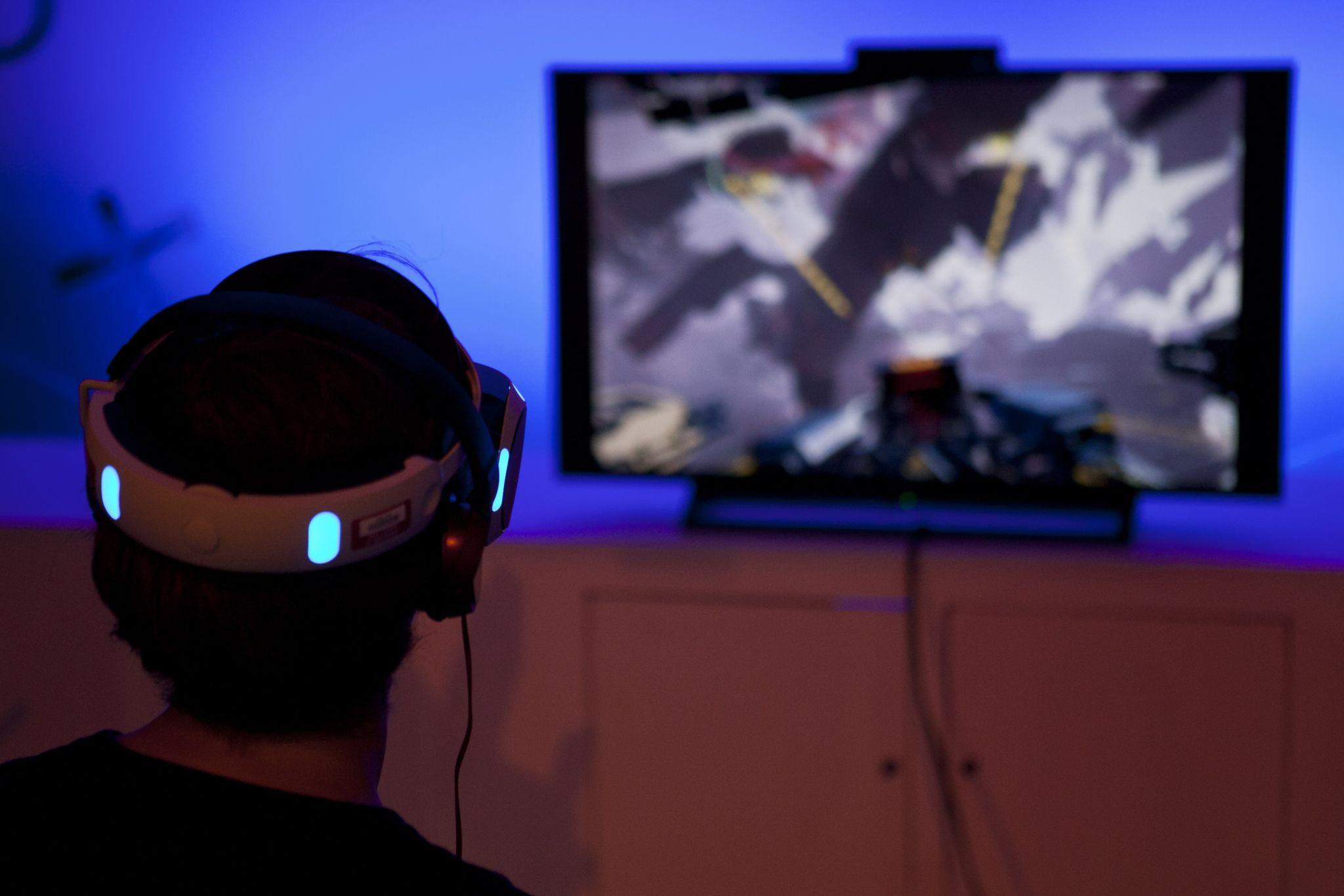 Gamer uses VR headset
