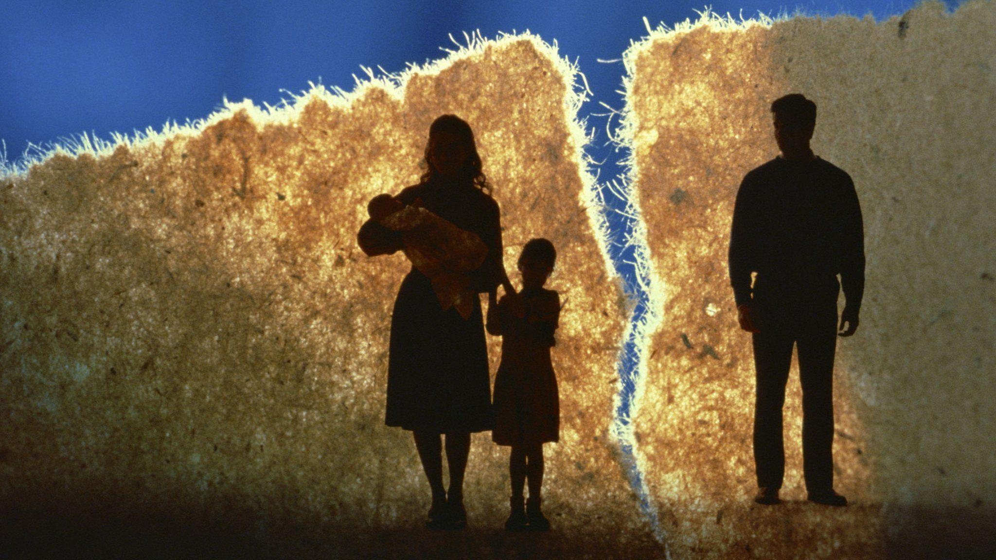 Silhouette of a split family