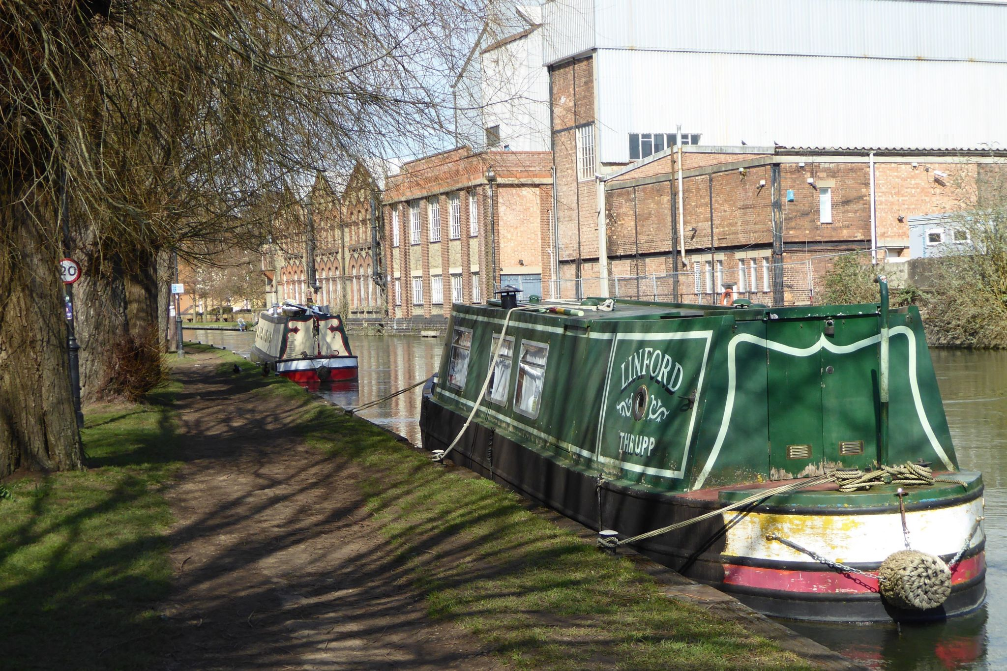 A sunny afternoon on the Thames Path