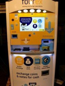 Self-service currency machine