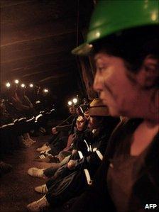 Chilean women occupying the Chilfon del Diablo mine