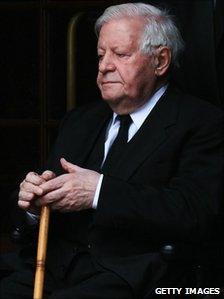 Former German Chancellor Helmut Schmidt, at a memorial service for his wife Loki in Hamburg, 1 November