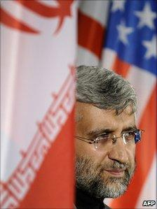 Iran's chief negotiator Saeed Jalili, between Iranian and US flags, Geneva (7 December 2010)
