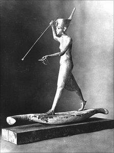 Gilded wooden statue of Tutankhamun harpooning (photo: Griffith Institute)