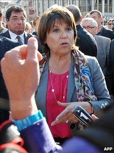 Martine Aubry talks to reporters in Lille, 1 July 2011
