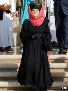 Queen Beatrix visiting the Sultan Qaboos Grand Mosque in Oman (12 Jan 2012)