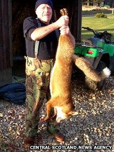Alan Hepworth with fox [Pic: Central Scotland News Agency]