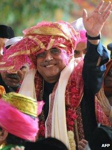 President Zardari at the Sufi shrine in Ajmer