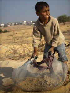 Adel al-Dama, 7, digging for gravel in Beit Lahiya, Gaza Strip