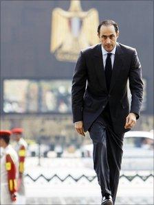 Gamal Mubarak visits the tomb of late former President Anwar al-Sadat during his 29th death anniversary in Cairo