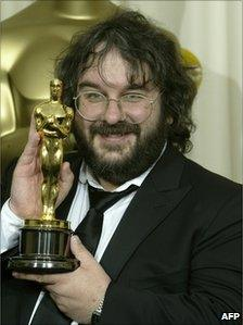 Peter Jackson poses with the Oscar for Best Director at the 76th Academy Awards ceremony 29 February, 2004 at the Kodak Theater in Hollywood, CA, file pic