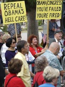 Anti-healthcare protesters in Phoenix, Arizona (22 Oct 2010)