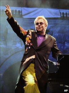 Sir Elton John saluting the crowd at Piedigrotta festival in Naples, September 2009