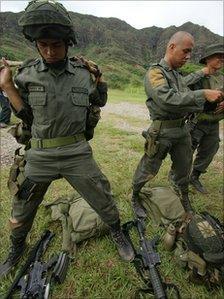 A Jungla counter-narcotics commando putting on body armour