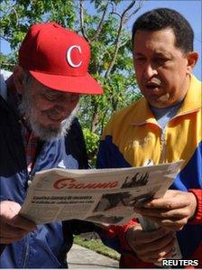 Hugo Chavez (r) and Fidel Castro (l) in a hand-out photo on 28 June 2011