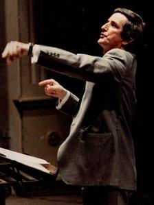 Clive Wearing conducting the Europa Singers in Arezzo, Italy, 1984