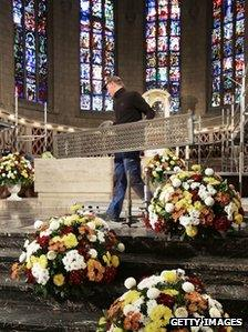 A man places wedding flowers in Luxembourg's cathedral