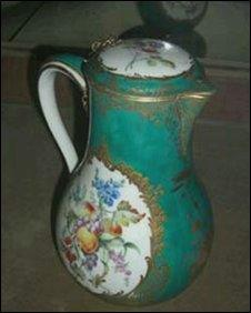 Porcelain stolen from Firle Place