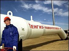 Oil worker/section of Tengiz-Novorossiisk pipeline (pic: KazMunaiGaz)