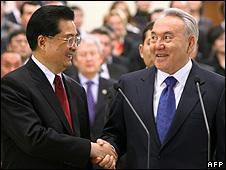 Chinese President Hu Jintao (left) and Kazakh President Nursultan Nazarbayev, 13 Dec 09