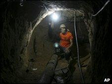 Palestinian man in smuggling tunnel on border with Egypt