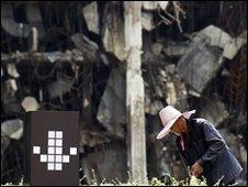 Thai worker cleans in Bangkok