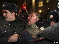 Moscow police arrest demonstrator, 31 Jan 10
